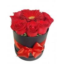 Box con rosas y gerbera