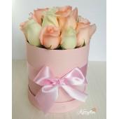 Box rosado de 12 rosas blancas y rosas