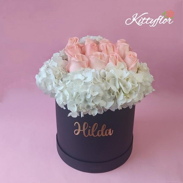 Box con Hortensias Blancas y Rosas Rosadas