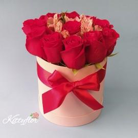 Box de Rosas de Amor con Astromelias